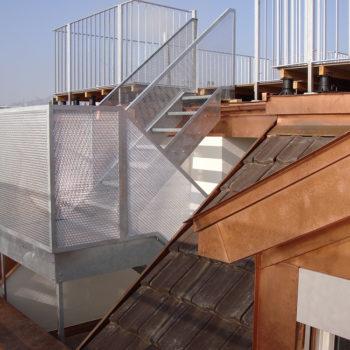 Treppe als Dachaufstieg inkl. Geländer mit Streckmetall