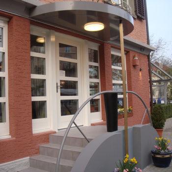 Vordach Cafe Letten